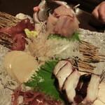 旬菜遊膳きんかぶ - お刺身は沼津港より これは三種盛