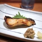 柳町 一刻堂 - *銀ダラは身がしっとりしていて、たれの味わいもよく美味しいこと。 添えられた「じゃこと梅を合わせた品(正式名称解らず)」が、美味しいの。 この2品で、ご飯が進みますよ。