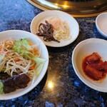 田町 漢城軒 - サラダ、ナムル、キムチ