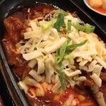 まる飯 - チーズタッカルビのアップ