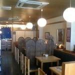 一樂鮨 - ランチや夜の居酒屋メニューを楽しむテーブル席
