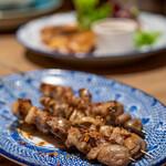 タイ料理 カフェランブータン - 2021.2 スパイスらむいちぼ串(190円)、らむ塩たん串(290円)