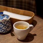 タイ料理 カフェランブータン - 2021.2 お通し(200円)生姜スープ