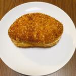LULU - カレーパン   ¥180+税なり