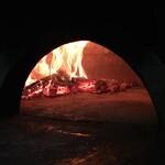 145803488 - 薪窯の炎