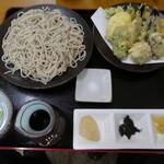 川音亭 - 寒ざらし蕎麦を使った野菜天ざる1600円
