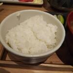 トンカツ X - ご飯。量少ないが美味しい。カツが全く飯のすすまない品だったので、飯がまともだったのは助かった。これなら飯だけで食えます。