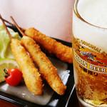 新世界 串や - キンキンに冷えた生ビール、290円!