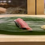 Edomaebikkurizushi - ・天然ぶりとろ 298円/税抜