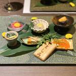 ebisukoubegyuushiorianyamashiro - ・神戸牛のユッケ、真鯛の昆布〆、春菊の胡麻和え、あん肝の生姜煮、黒胡麻豆腐の馬糞雲丹乗せ、クリームチーズといくらの最中