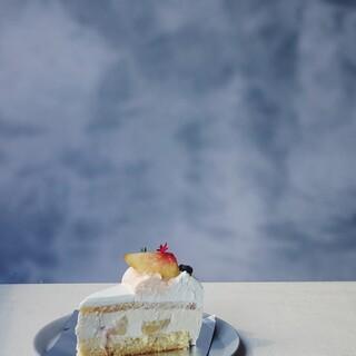 コガサカベイク手作りのケーキも店内で