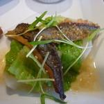 14582670 - キヌアをのせたイサキのポワレ 黒酢のさっぱりソース(ランチメイン料理)