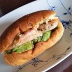 ヤキチ - 料理写真:海老とアボカドのタルタル。海老とアボカド、合いますね。