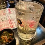 お値段以上の大衆居酒屋 大金星 - お通し300円 ハイボール(メガ)930円