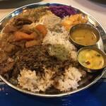 ムジャラ - ブタバラ、チキン、野菜の3種あいがけで