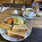 イージーライフカフェ - 厚切りトーストモーニングセット