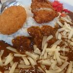 カレー専門店 横浜 - 料理写真:フィッシュフライ·クリコロ·チーズトッピング♪