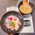 わらべ菜魚洞 - 海の幸五彩丼&かに汁