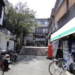 14584972 - 正面が和田さんです。