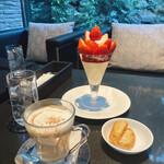 パンドラ - 旬摘み苺と生ホワイトチョコムースのパルフェ