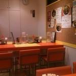 キッチンABC - 店内のテーブル席