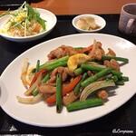 中国料理 空 - 若鶏とニンニクの芽炒め
