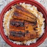 うなぎの千年家 - うな丼。こちらは、鰻が3切れ。