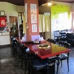 味楽苑 - 焼肉台がセットされたテーブル席