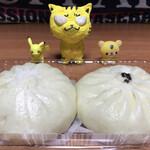 手作り豚まん専門店 龍福 - 左:豚まん 右:チャーシューマン ※各160円(税込)