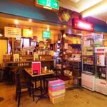 チョップスティックス - 大一市場をゆったりと使って、ベトナムの食堂を再現しました。