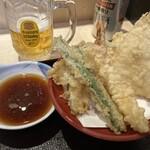 いわもとQ - 天ぷら盛合せとビール。あ、ビールは付きませんよ(w