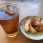 中国料理 味神館  - キムチ&烏龍茶