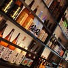 くろべ - ドリンク写真:あなたにぴったりの「ひとしな」を見つけて頂くために、くろべでは全国から選りすぐりの焼酎を揃えました。もちろん、富山の地酒をはじめビールやワイン・酎ハイ等も豊富にご用意。心地よいひと時を、お気に入りのお酒とお楽しみください。
