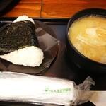 ありんこ - サーモンチーズ レギュラー(¥350)、とん汁 レギュラー(¥300)。 今まで食べたおにぎりの中で一番美味しかったです。