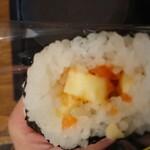 ありんこ - サーモンチーズおにぎりの中身。