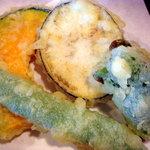 1459400 - ピーマン、インゲン、茄子、南瓜の天ぷらです。野菜が美味しかったですよ
