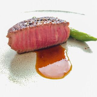 自慢の料理をご堪能いただけるコースを、各種ご用意しております