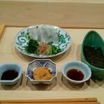 Haramasa - ひらめとあん肝ソースと薬味サラダの海苔巻き