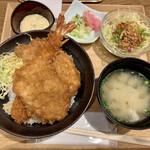 新潟カツ丼 タレカツ - 希望でタルタルソース付きます♪(^^