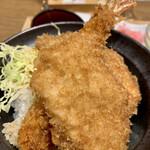 新潟カツ丼 タレカツ - 盛り付けが微妙な点と、みそ汁が生臭く 飲めなかった事が、残念でし〜た;(^^;