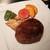 神戸牛すてーきはうす 香西 - 料理写真:カリッと焼き上げられた分厚く香ばしいハンバーグ、人参やさつま芋、モロッコいんげんや香ばしい白舞茸など
