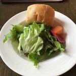 ル サロン ド ニナス - サラダとパン