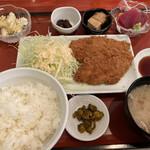 マルヤス - 料理写真:豚ヒレカツと刺身定食