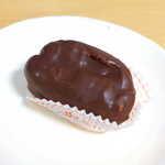 東京さくらい - エクレア(¥124)。シュー皮の外側に、チョコレートコーティング