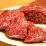 御酒処 まいど屋 - 熊本県産の肉!  店主独自の仕入れルートで安価でご提供!あっさりしているのに肉のうまみはしっかり!串焼き[1本200円]にしてもサイコロステーキ[700円]にしても美味しい