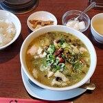 三九厨房 - 高菜漬けと白身魚のスープ全景