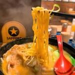 145940526 - 麺屋開高@新千歳空港 十勝ホエー豚麺 麺リフト