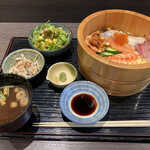 吾妻 - 海鮮チラシ寿司定食