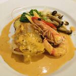 ラ・トリロジー - 車海老のミソがアメリケーヌソースと混ざり更に美味しい♡身が厚いアンコウは、身がふっくら❀︎.(*´▽︎`*)❀︎.  添えてある、菜の花やしめじ、茄子、パプリカなどの 野菜も美味しい!