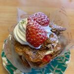 カノン - 苺のミルフィーユ470円。   キャラメリゼした生地とイチゴとカスタードクリームは人気の商品です。